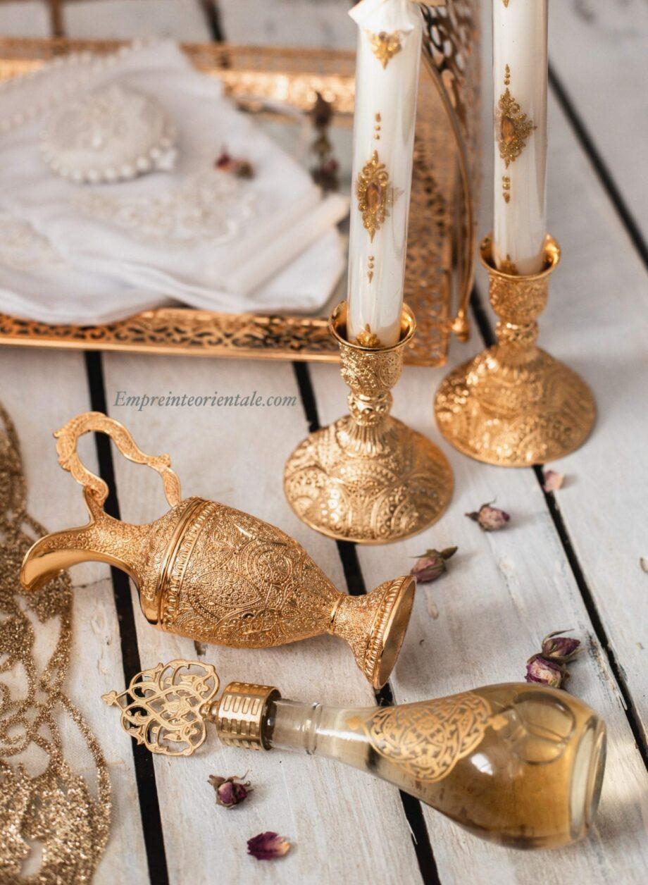 Chandeliers dorés et chandelles